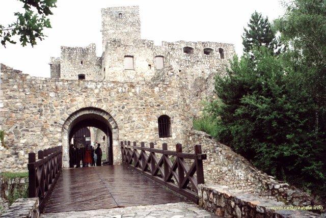 Hrad Strečno - vchod do hradu