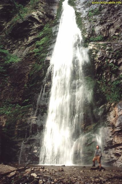 Já a Šútovský vodopád v pohoří Malá Fatra