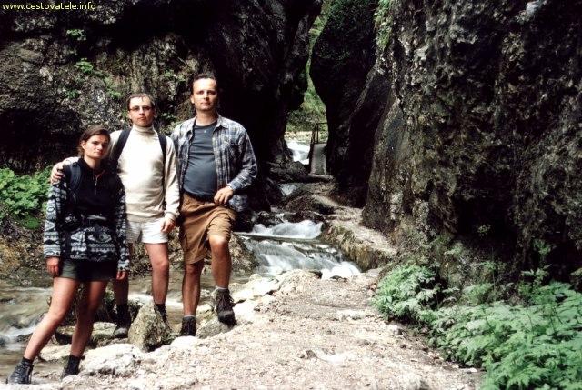 Lenka, Jarda a já (Radim Dostál) v dierach na Malé Fatře