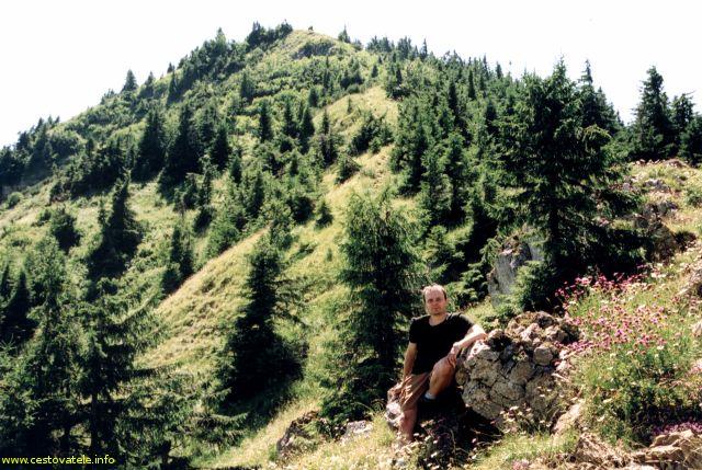 Já (Radim Dostál) na Severném Rakytovském sedle. V pozadí vrchol Rakytov.