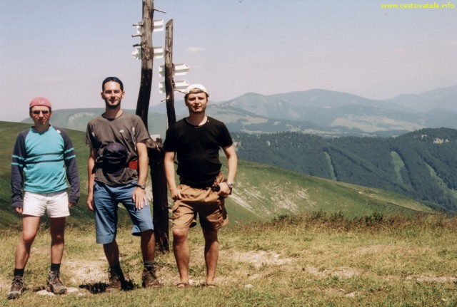 Jarda, Albert a já (Radim Dostál) na vrcholu Ostredok v pohoří Velká Fatra.