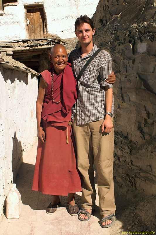 mnich a Petr v klášteře Ridzong