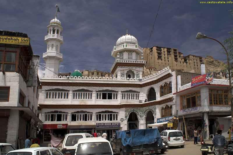 mešita na horním konci Main Bazaaru