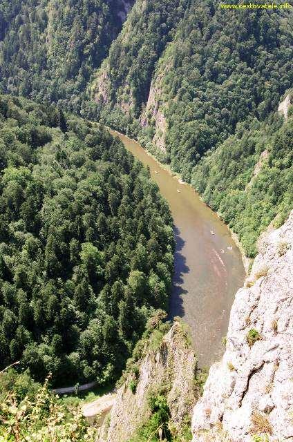 Řeka Dunajec z vrcholu Sokolica v pohoří Pieniny