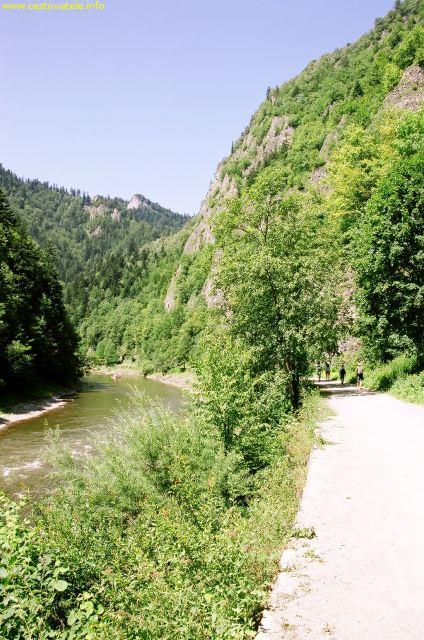 Pieninská cesta podél řeky Dunajec