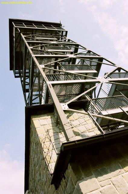 Rozhledna na vrcholu Velká Čantorie v pohoří Beskydy.