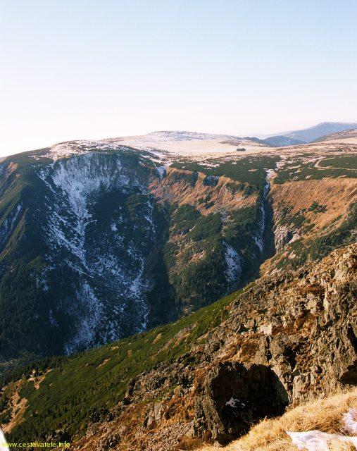 Úpská jáma, pohled z vrcholu Sněžka - pohoří Krkonoše