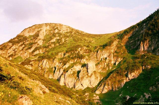 Zapadajícím sluncem ozářené Vysoké Tatry