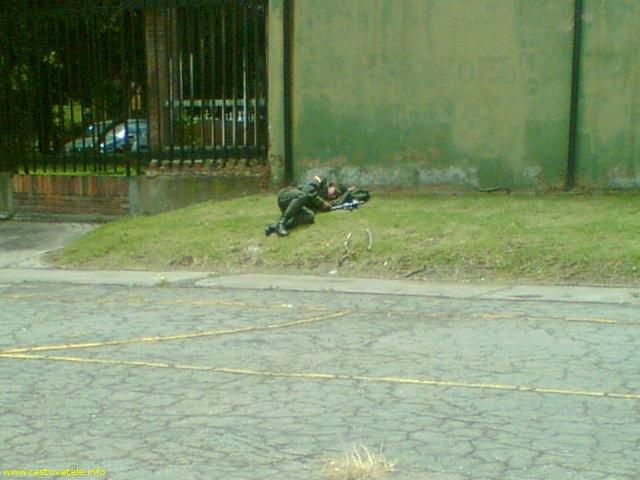 Takhle vojáci v Kolumbii brání bezpečí :)