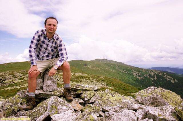 Já (Radim Dostál) kousek od vrcholu Orlová v pohoří Nízké Tatry. V pozadí Kráľova hoľa.