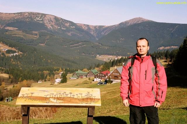 Já (Radim Dostál) u chaty Husova bouda, v pozadí Sněžka - Krkonoše