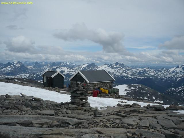 Výhled z vrcholu Fanaråkenu na část NP Jotunheimen - Norsko