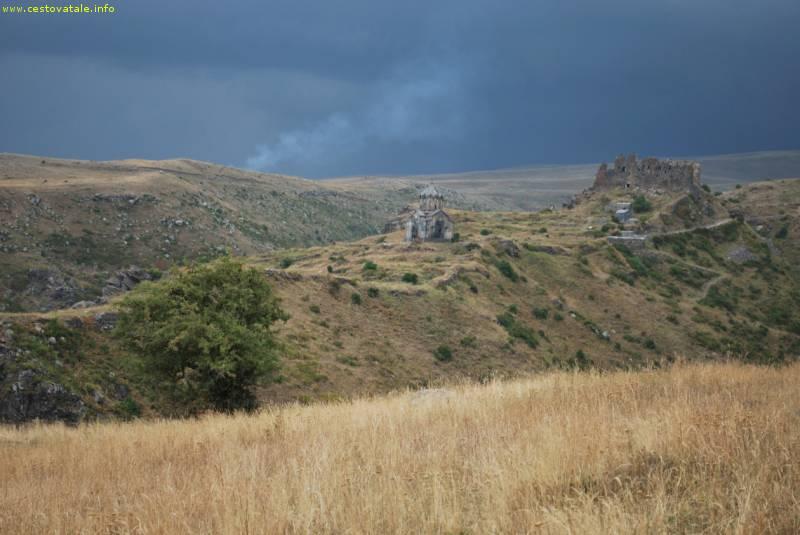 Bouře za pevností Amberd