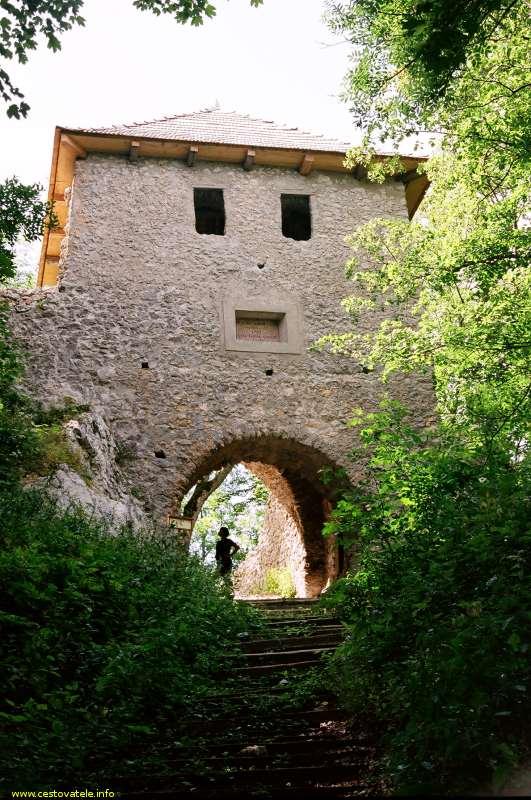 Muránský hrad - vstupní brána