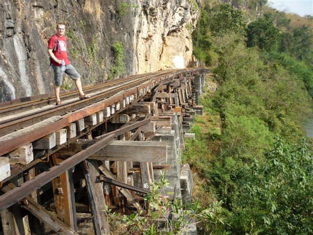 Dřevěný most u jeskyně Tham Krasae
