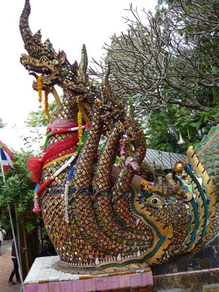 U paty schodiště ke chrámu Phrathat Doi Suthep