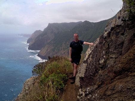 Útesy, vzadu mys Ponta de São Lourenço