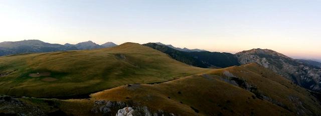 Večerní pohled na planinu Culmea Dragsanu