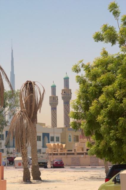 Dubaj, v pozadí mrakodrap Burj Khalifa