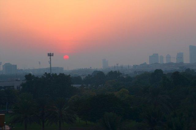 Noční Dubaj z lanovky v Creek Park