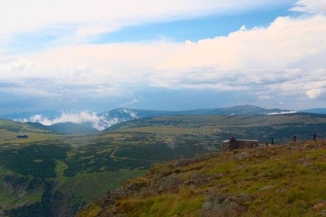 Výhled z vrcholu Sněžky - Krkonoše