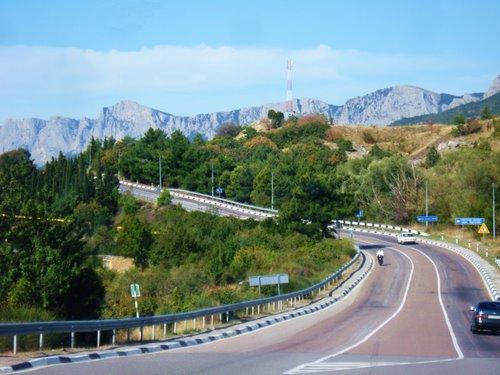 Hlavní silnice vedoucí podél Krymského pobřeží