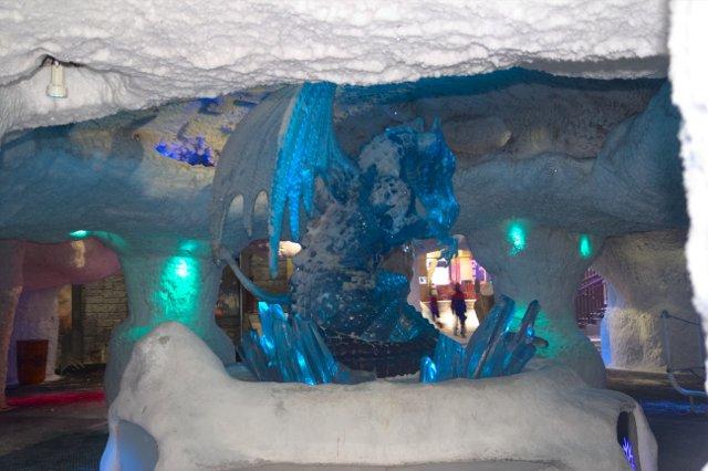 Ski Dubai - ledová jeskyně