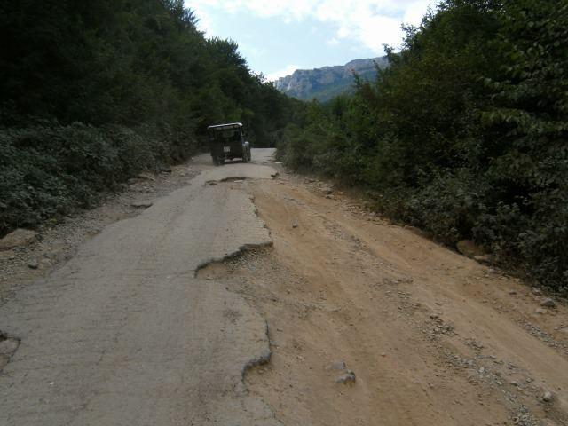 Cesta od vodopádu Džur-Džur