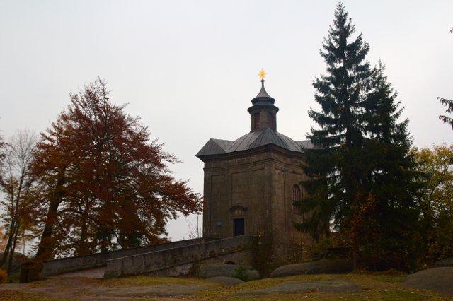 Kaple panny Marie Sněžné na Hvězdě - Broumovské stěny