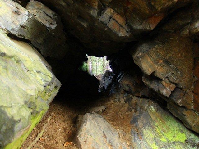 Skalní tunel na Drátníku