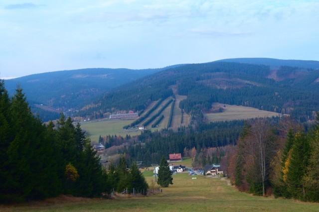 Pohled na Ramzovou při výstupu na Čerňavu - Jeseníky