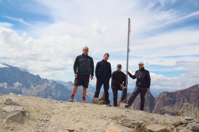 Já (Radim Dostál), Honza, Štěpán a Radek u nepojmenovaného vrcholu v okolí Hohsaas - Švýcarské Alpy.