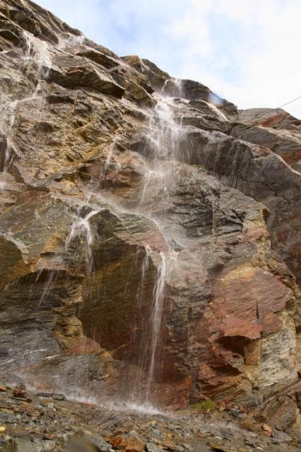Vodopád v okolí Hohsaas - Švýcarské Alpy.