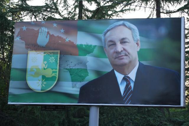 Vzpomínka na nedávno zesnulého prezidenta Sergeje Bagapše