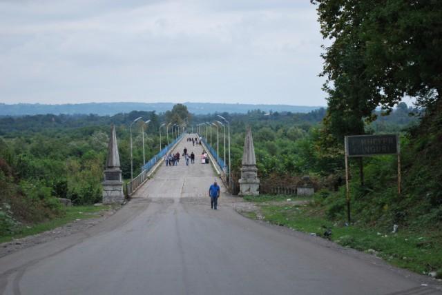Most přes řeku Inguri mezi Gruzií a Abcházií