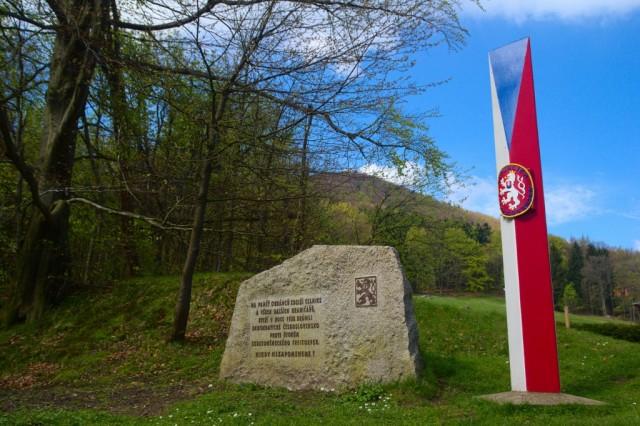 Pomník obráncům státní hranice u hraničního přechodu Horní Světlá - Waltersdorf