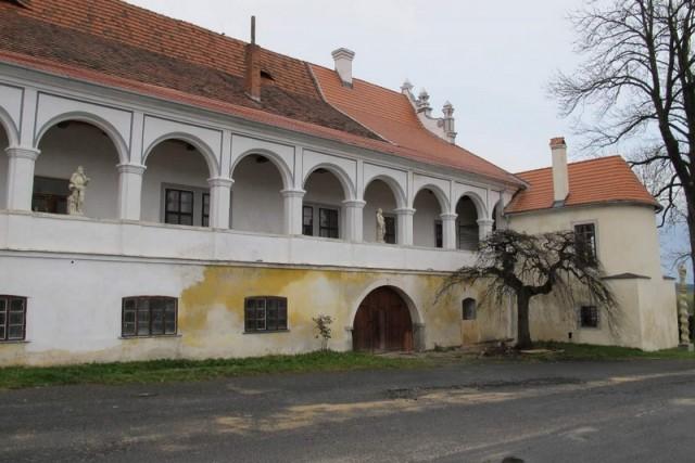 Zámek Ujčín