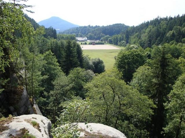 Pohled ze skal na část Všemil