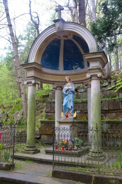 Křížová hora - socha Neposkvrněné Matky Páně.