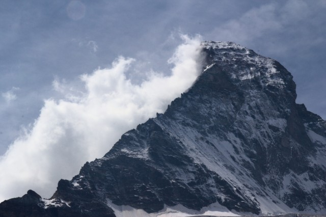 Matterhorn se halí do mraků - Švýcarsko