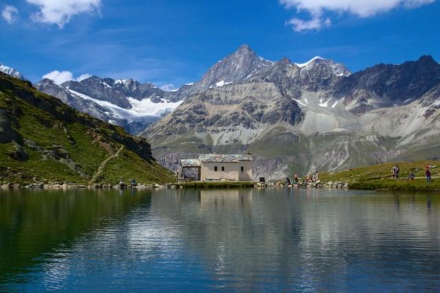 Schwarzsee s kaplí Panny Marie Sněžné - Švýcarské Alpy