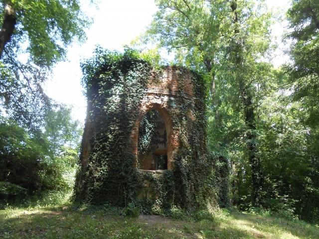 Umělá gotická zřícenina v bažantnici