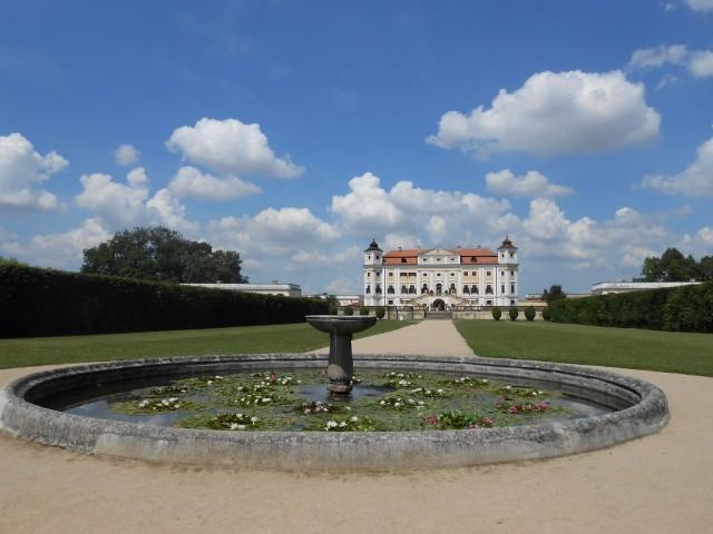 Pohled ze zámecké zahrady