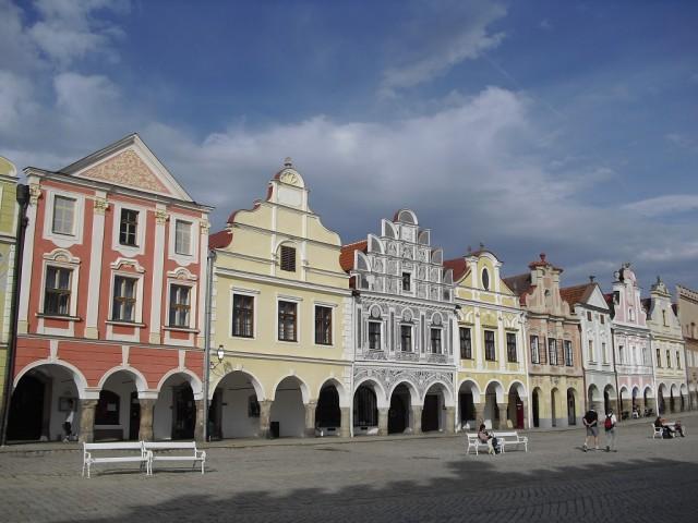 Renesanční štíty domů na náměstí Zachariáše z Hradce