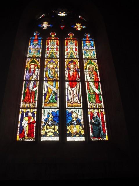 Vitrážové okno v hradní kapli