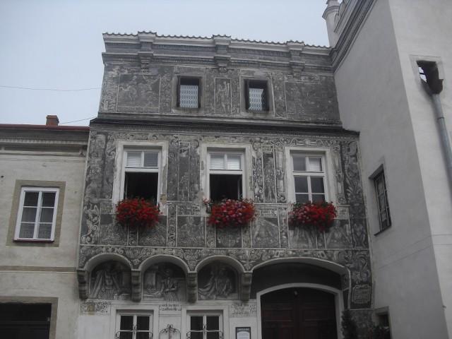 Figurální sgrafitová výzdoba domu z počátku 16. století