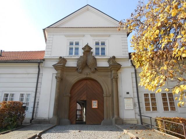 Vstupní brána zámku Vizovice