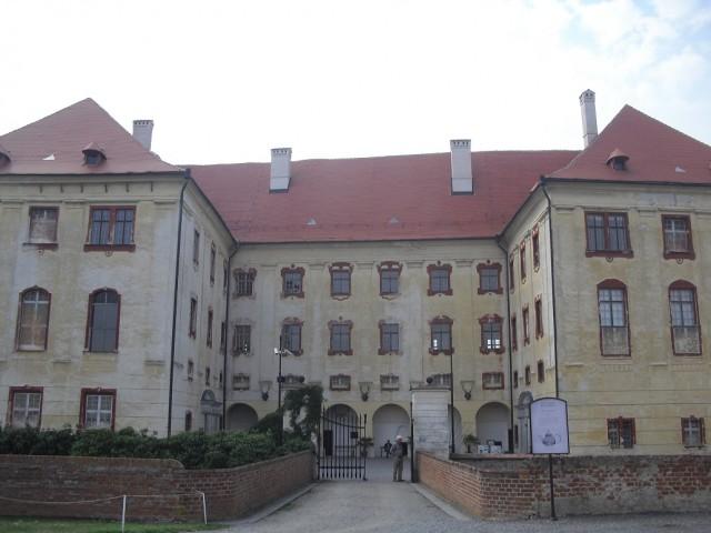 Průčelí zámku