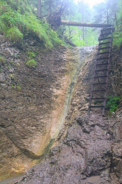 Korytový vodopád při nízkém průtoku vody - Slovenský ráj