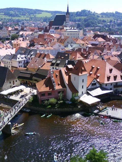 Část historického centra Českého Krumlova při pohledu z hradeb
